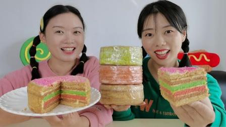 """沙雕妹子吃""""千层蛋糕"""",幻想真有一千层超逗,切开还有大惊喜!"""