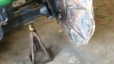 铁制轮胎拖拉机,脑洞真是够大,上路几率为0!