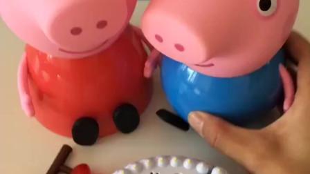 乔治想吃蛋糕,佩奇给他做水果蛋糕,佩奇是个好姐姐