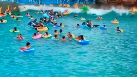 街拍:在水世界体验海啸!