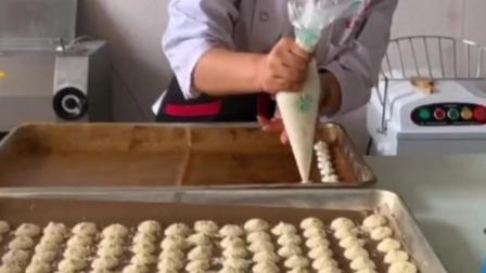 这就是制作糕点的过程,喜欢的小伙伴赶紧学习一下