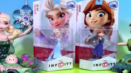 迪士尼艾莎公主和安娜公主玩具,用彩泥帮两位公主做好看的披风