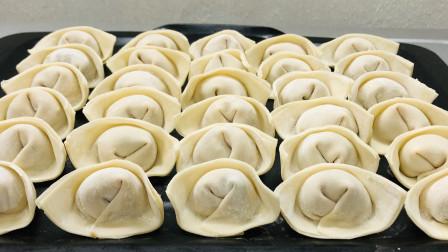 天冷了,给家人做一碗热气腾腾的香菇馄饨,薄皮大馅,汤鲜肉嫩