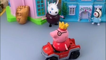 猪爸爸开车去玩,结果开的是乔治的玩具车,说这个车也能开