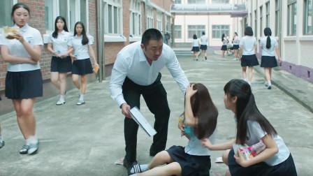 韩国女校被人偷装摄像头,不小心露出马脚,原来恶魔就在身边!