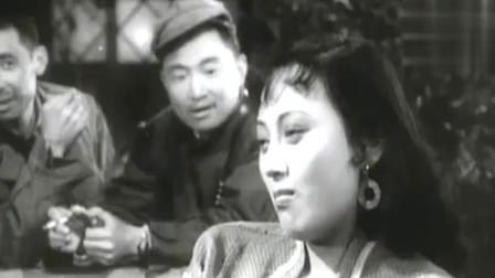 电影《英雄虎胆》片段:于洋和王晓棠的伦巴舞跳得还是蛮专业的。