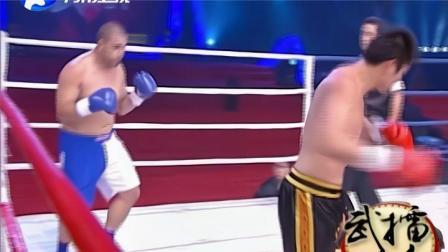 20.重量级对决头顶头硬怼着对轰!中国壮汉重拳打的对手晃肥