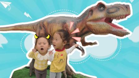悠悠和欣欣小朋友来到恐龙世界,在3D世界玩VR恐龙游戏