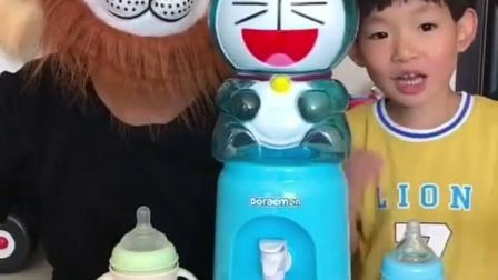 天真的童年:饮水机怎么不出水了呢