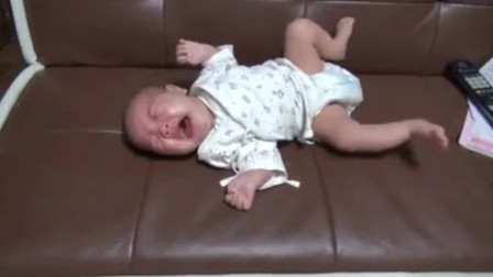 三个月的小宝宝,四仰八叉哭的稀里哗啦,网友:看着太心疼了!