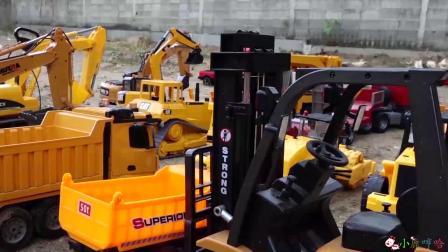 成长益智玩具,工程车和挖掘机总动员比赛现场!