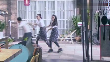 饮食男女:俩服务员竞争激烈!庄小雅拼命抢单,顾客懵圈了