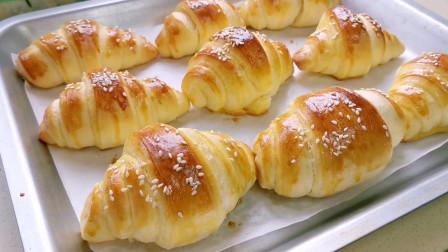 比蒸面包还简单的牛角包做法,简单易学,奶香四溢快做给全家吃吧