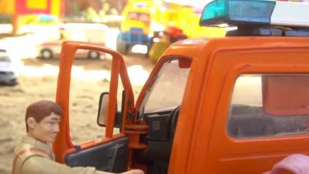儿童玩具车表演:卡车运输动物建造农场!