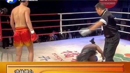 美国老将被打急了反击被铁拳重击压制,中国悍将高扫上头拳砸脸