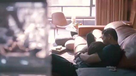 欢乐颂:安迪与小包总和好如初,两人沙发上撒狗粮,太甜蜜!