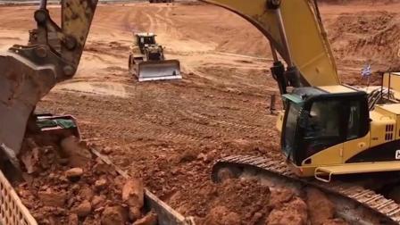 儿童启蒙玩具乐园:警车、挖掘机、大货车、校车!