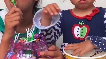 亲子游戏:你有那么多糖,都不给我一个!
