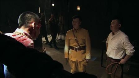 鬼子怀疑伪军是内奸,让他去杀死被折磨的同胞,结果却出人意料!