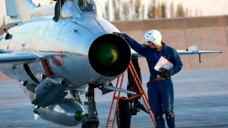 9架歼-7战机在非洲趴窝,16名中国工程师鼎力相助,确保恢复战力