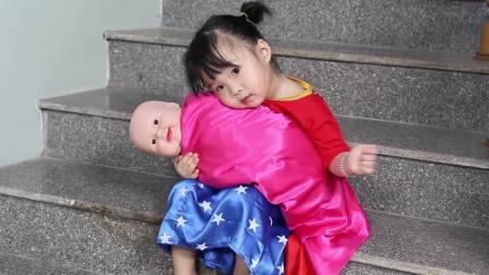 国外少儿时尚,小萝莉在家照顾小宝宝,真有意思啊