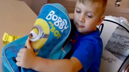美国时尚儿童:小萝莉的数包里放了什么呢,你知道吗