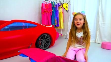 国外萌娃时尚,小萝莉自己在收拾衣服,一块去看看吧