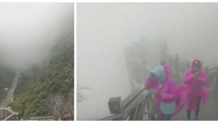 张家界天门山迎来今年冬天雾凇景观,快来一睹为快!