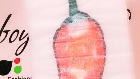制作神奇的纸巾画,放入水中出现彩色的图案,像魔方一样好玩