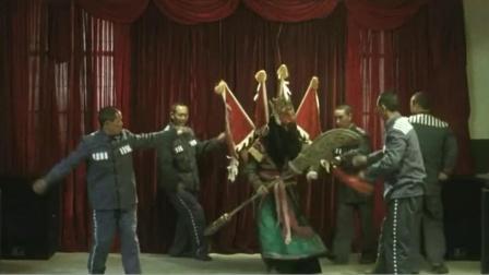 日本大叔想拍中国监狱,中国人不计前嫌,动用警方帮他实现梦想!