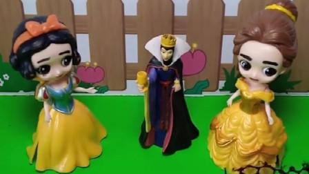 王后要出去旅游,可是只能带一位公主,王后会带谁去呢?
