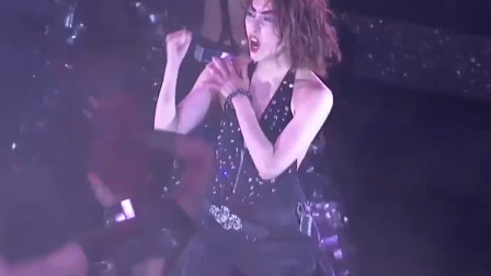 郑秀文当年演唱会的《眉飞色舞》,现场也太炫了吧,疯狂的不得了