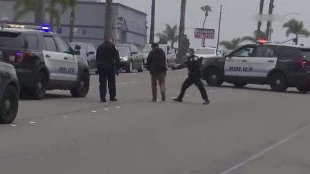 美国警察就是威武,一个抱摔,看你服不服