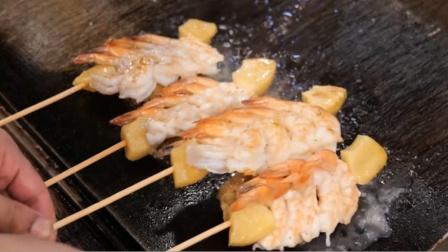 """令人眼馋的""""豪华烤串"""",小伙现场喷火烤虾,吃的那一刻都惊喜了"""