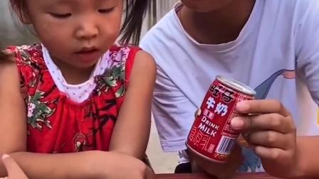 美丽的童年:姐姐什么都不分享给小宝贝吃