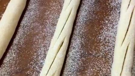 法式烤肠面包,吃在嘴里滋滋冒油,真香啊!