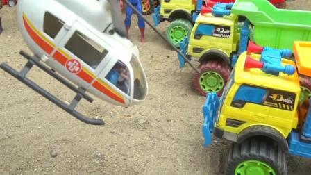 儿童玩具车表演:翻斗车、压路机铺建道路!