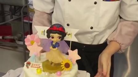 可爱的公主蛋糕,女孩子们的最爱,看我如何把它制作出来!