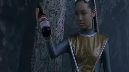 高斯奥特曼:外星人喝啤酒,也能玩出香槟的味道,和武藏打闹玩笑