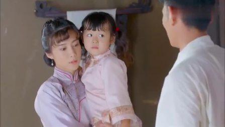 妻子带女儿去探望丈夫,怎料丈夫神色慌张,妻子对着床板就是一刀
