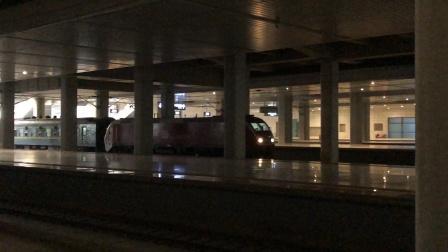 兰局兰段HXD1D牵引Z152次通过兰州西站