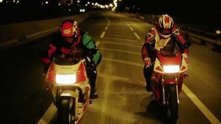 男子和华仔赛车,不料傻乎乎闯交警设的关卡,惨被交警追