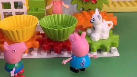 乔治和佩琪想玩小木马转转,苏溪也来玩耍了,他们玩的很开心