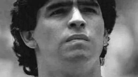 再见,球王!阿根廷球星马拉多纳于家中突发心脏骤停去世,享年60岁。