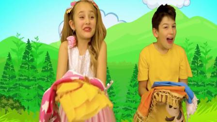 国外萌宝时尚,小萝莉和小帅哥骑马,有趣极了