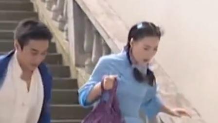 大学生刚放学就被登徒子盯上,殊不知是贪图她的美色,下秒惨了!