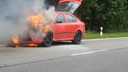 老外把车改成烧液化石油气的,半路发生意外,这保险都不赔吧?