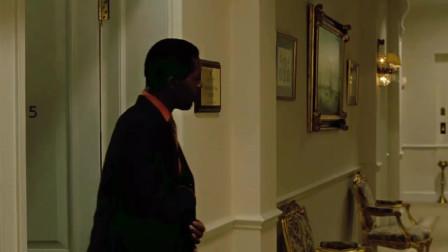 007:军阀从房间出来,一眼察觉邦德耳朵不对劲,直接开杀!