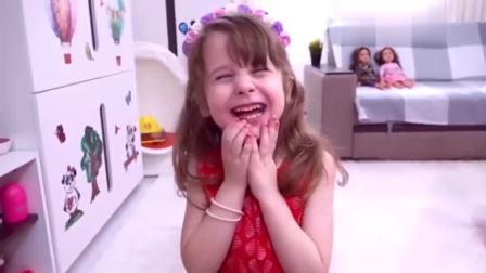 小萝莉收到一款奇特洋娃娃快递,精心照顾,快乐玩耍!