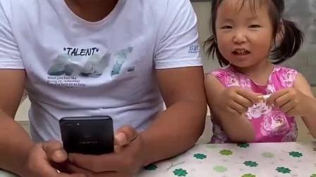 少儿益智:妹妹在偷看手机呢!